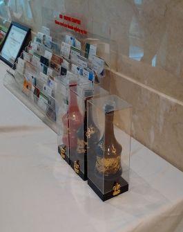 Hộp mica trưng bày bình rượu