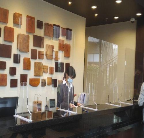 Tấm chắn mica trong cao cấp dùng cho nhà hàng, khách sạn